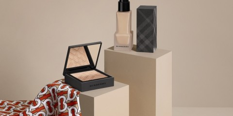 Burberry - Matte Glow - Lifestyle shot