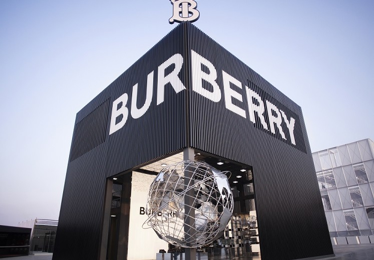 Burberry opens pop-up space at Sole DXB festival_001